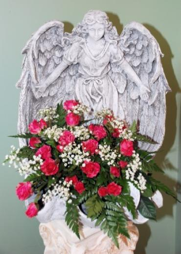 Lutz Memorial Garden Angel With Flowers LMGAF-14